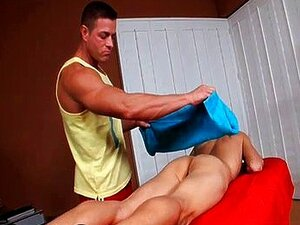 Bombeada para cima garanhão músculo faminto por
