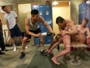 Trabalhador apanhado e vinculado por gays
