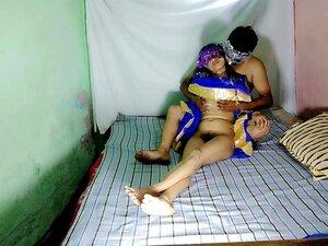 Bhabhi da Índia do Sul com o rabo grande a