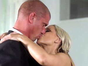 A Lola Blond leva a pila grande ao marido depois