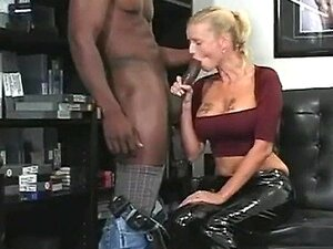 Negro monstro galo perfurados doce loira