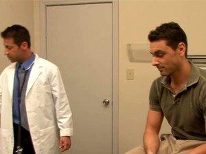 Médico sensual fica pregado pelo seu paciente gay