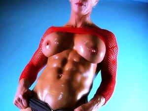 Músculo feminino Babe Ginger Martin tem um corpo