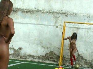 Luna, Natasha em mulheres de jogadores de futebol,