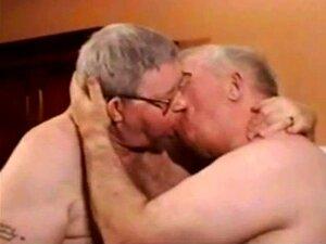 Mais velhos gays divertindo '