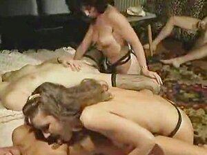 2 homens fodem 2 mulheres muito quentes e sujas