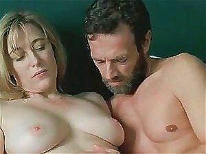 Valeria Bruni acaba fodendo em uma cena de filme