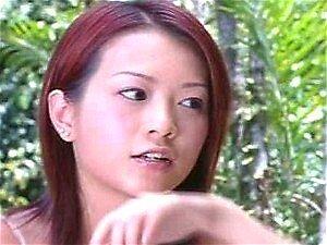 Asian Babe Grace Lam tomando banho na natureza