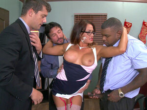 Bitchy boss Tory Lane offers her body to her