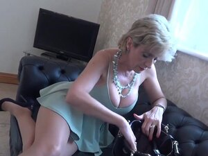 Lady Sonia rubs her pussy while wearing pantyhose