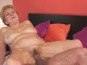Golden Girl Malya rubs herself and gets wet for