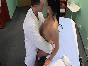 Euro patient pussylicked and fucked by doctor