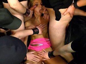 Slut gives multiple sucking and gets cumshots