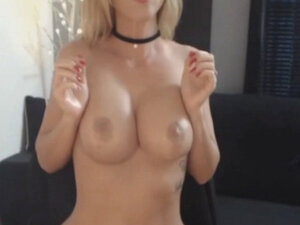 Blonde Hot Chick Playing Her Pussy Live
