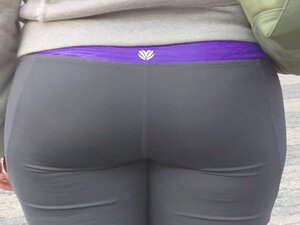 Candid whooty butt in yoga pant of NYC, This Babe