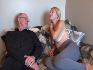Old man fuck his college girl  wife,