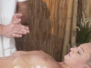 Masseur begginer fucks hot blonde customer
