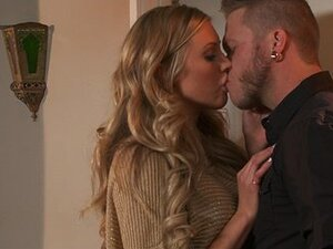 FIT blonde Samantha Saint is fucked doggy