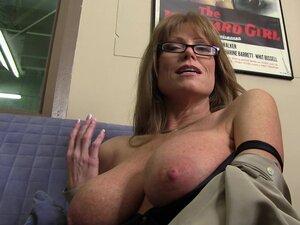 Astounding Darla Crane Talks About Her Sex