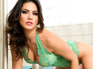 Sunny Leone in Lusty Dream In Green Lingerie