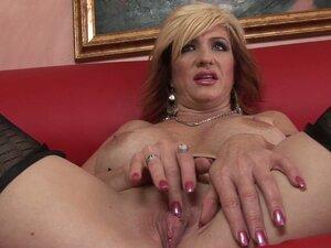 Whorable milf Brittany Blaze enjoys stimulating
