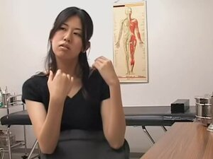 Japanese babe gets her cunny examed by a pervy