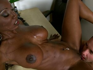 Black haired ebony goddess Diamond Jackson sucks