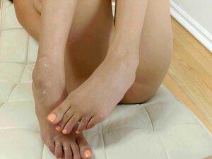 Ebony babes feet jizzed