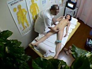 Slim bodied amateur hardly massaged on voyeur
