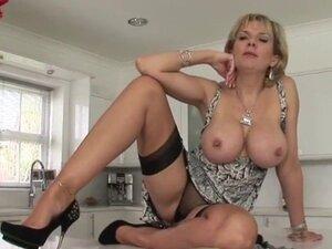 Unfaithful british mature lady sonia flashes her