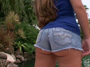 Bootylicious babe in jeans rides the black dick