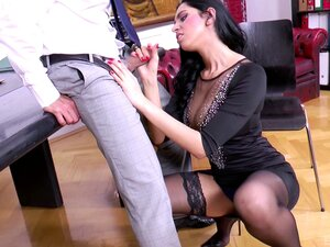 Alluring Kira Queen wants to get bonked right