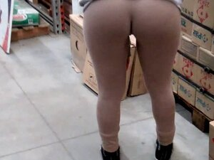 Flashing Round Ass and Cameltoe at the Hardware