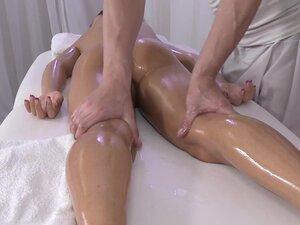 Lollipop & Steve in Steve On Lolli - MassageRooms,
