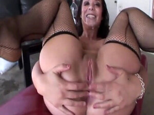 Kinky gangbang session featuring lusty Beverly