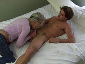 Boning a babe in tight jeans