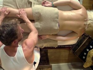 TrickySpa Masseur Gets Dirty Sex Favors from