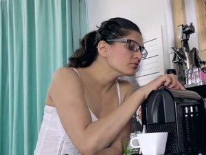 Ananda Ray makes coffee and masturbates