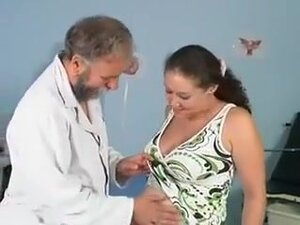 Orgy in the clinic of a doctor and beremenoyu,