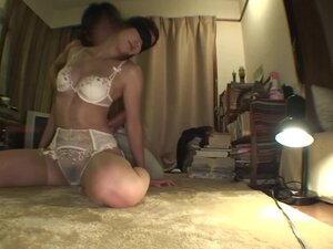 Blindfolded hottie Sara gets her pussy toyed and