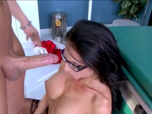 Sexy doctor Jaclyn Taylor gets throatfucked and