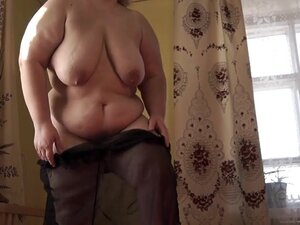 Bbw Milf pounding her pussy to orgasm with a