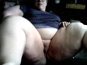 SSBBW fingering her pussy,