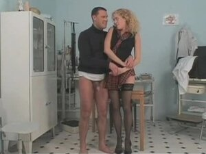 Long legged curly babe seducing doctor,