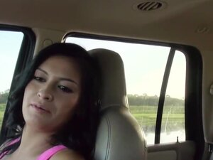 Stranded amateur sucking a dick in the car,