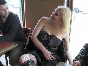 Hôtesse de téléphone rose,blonde aux gros