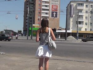 Ultimate upskirt while crossing the street