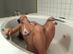 Young girl Andie Valentino Orgasms In The Bathtub