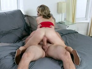 Roxy Ryder shakes her butt on the stiff dick -