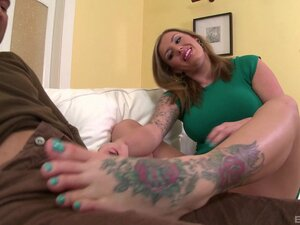 Riding a stiff pecker is what Yuffie Yulan likes